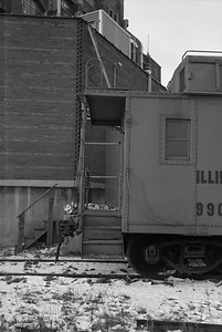 2010.030.05.7.015A--lee hastman 6x9 neg--ICRR--caboose 9902 at 20th Street detail--Chicago IL--1975 0210