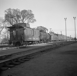2010.030.05.7.014--lee hastman 120 neg--ICRR--caboose 9827 on hind end of freight train--Carbondale IL--no date