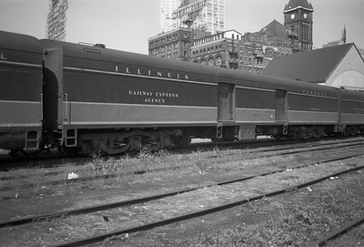 2010.030.05.5.013--lee hastman 6x9 neg--ICRR--express-baggage car 1803 at 12th Street depot--Chicago IL--1971 0829