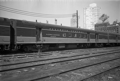 2010.030.05.5.017--lee hastman 6x9 neg--ICRR--baggage-RPO car 1831 at 12th Street--Chicago IL--1971 0829