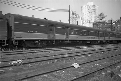 2010.030.05.5.016--lee hastman 6x9 neg--ICRR--baggage-RPO car 1830 at 12th Street--Chicago IL--1971 0829