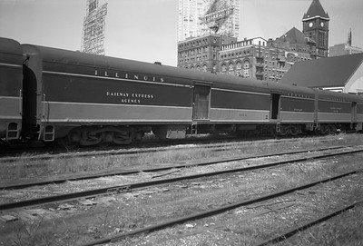 2010.030.05.5.014--lee hastman 6x9 neg--ICRR--express-baggage car 1804 at 12th Street depot--Chicago IL--1971 0829