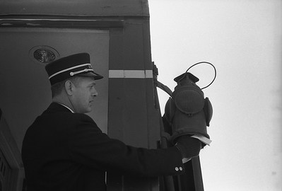 2010.030.05.9.025--lee hastman 35mm neg--ICRR--trainmen hanging marker lamp on hind end of passenger train Louisian 4--Champaign IL--1965 0000
