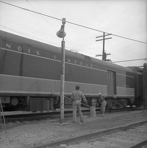 2010.030.05.9.001--lee hastman 120 neg--ICRR--workers washing baggage car scene--New Orleans LA--1966 0000