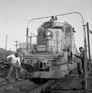 2010.030.05.9.002--lee hastman 120 neg--ICRR--workers washing EMD diesel locomotive 6001 at 27th Street--Chicago IL--1968 0000