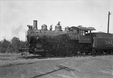 2010.030.05.1.019--lee hastman 5x7 neg--ICRR--steam locomotive 381--Baton Rouge LA--1943 0910