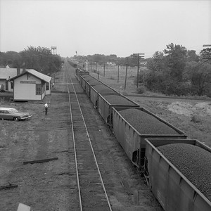2010.030.05.8.014--lee hastman 120 neg--ICRR--depot scene with passing coal freight train--Pinkneyville IL--1962 0000