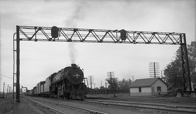 2010.030.05.3.014--lee hastman 116 neg--ICRR--steam locomotive 4-8-2 2535 on freight train action--Carbondale IL--1951 0320