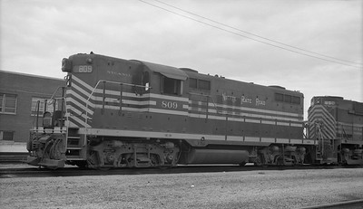 2010.030.10.D.017--lee hastman 116 neg--NKP--EMD diesel locomotive 809--New Haven IN--1961 0725