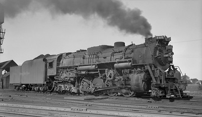 2010.030.10.S.023--lee hastman 116 neg--NKP--steam locomotive 2-8-4 725--location unknown--no date