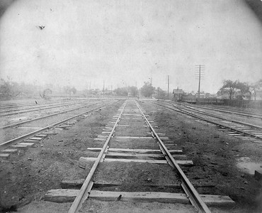 2010.030.CC.006--lee hastman collection cabinet card--PCC&StL CTT--view of tracks looking south from apoint between 35th and 36th Street--Brighton Park IL--c1903 0000