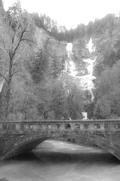 I was lucky enough to catch the frozen falls on my way to Hood River.