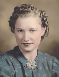 Photo not labeled, but here Nora Jennifer James was probably photographed as an announcement to the marriage to Allen Oscar Killmer, which then was on October 26, 1942