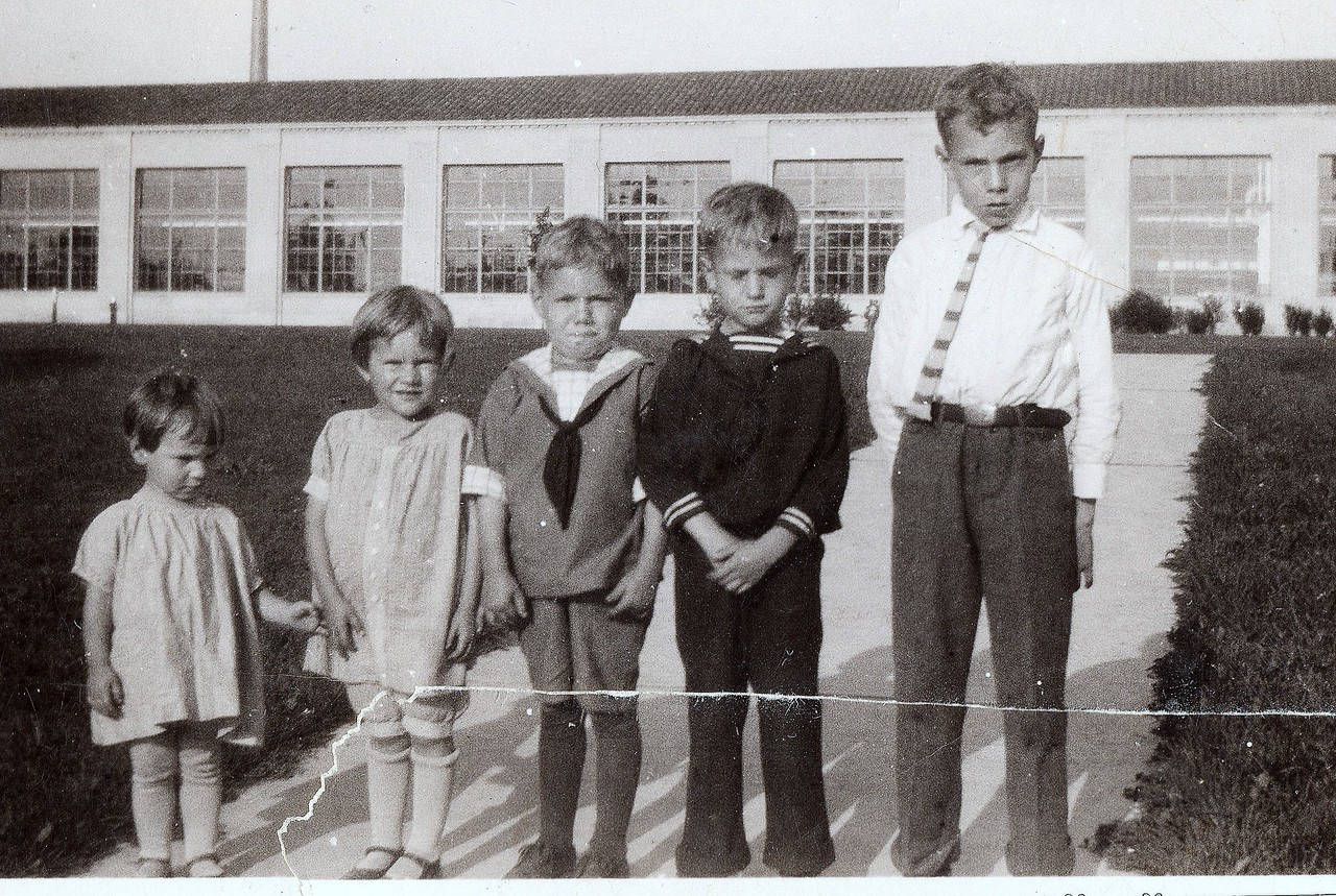 Taken at Ford Plant.  Ruth, Lorna, Russell, Allen and Byron  (could be 1926)