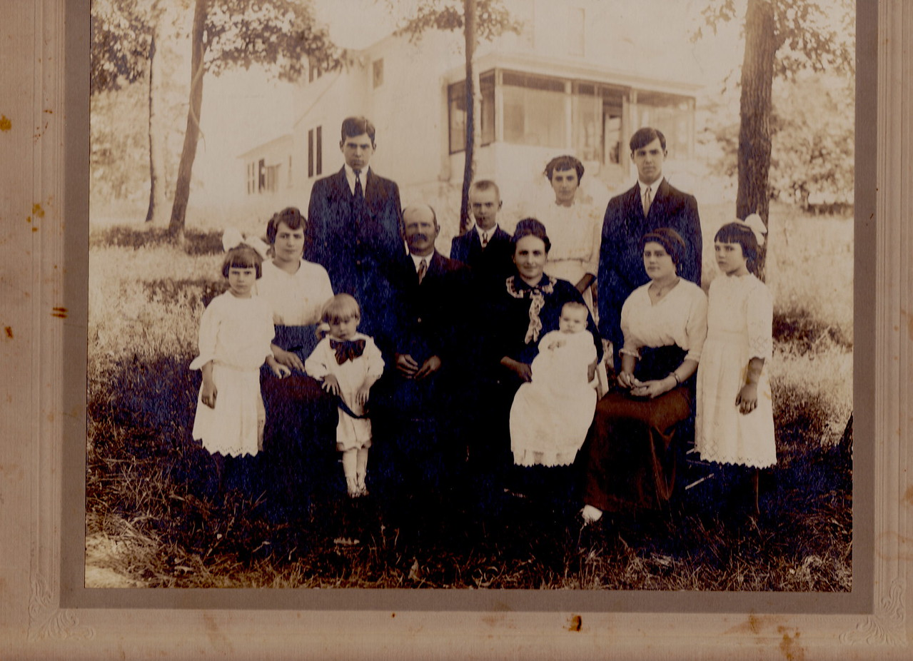 Dodds Family. Left, Gertrud, Mary {Killmer}. Boy in bow is Walter (Sonny). Back row Oscar, Hervey, Flora {Shock}, Bill, front-father-William Ross and mother-Wanda Beier Dodds.  Baby is Warren/Babe, Emma {McCorrey} and Margaret (with bow) {Ryan}  1913.