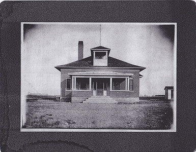 School- 1912 east of Osseo, killmer farm.  Is this the school known as BERG?