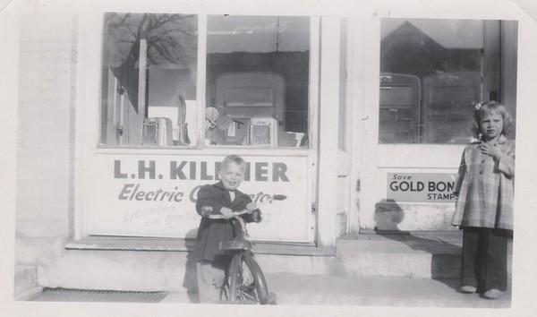 Gary and Jean Killmer  1950 (maybe)