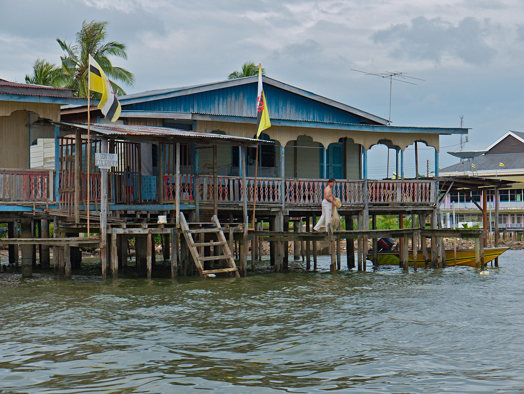 Water Village Home<br /> <br /> Bandar Seri Bagwan, Brunei