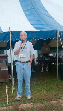 Bill Scott welcomes volunteers to the worksite, makes announcements and introduces Dianne Fuller for leading devotions. mlj