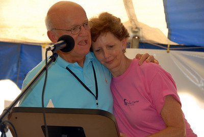 Linda Fuller, widow of Millard Fuller, welcomed to the podium by Bill Scott. crl