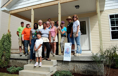 10 09-10  Group photo with homeowner and work crew. - House #3   cl