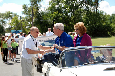10 09-05  FCH Board Chair LeRoy Troyer gives a send-off handshake to Jeff and Cheryl Cardwell at the start of the parade.  cl