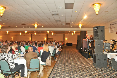 10 09-05 Jeff Cardwell introduces Mayor Greg Ballard.  mlj