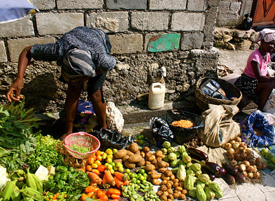 Everyday life in Haiti – street vendors sell their produce.