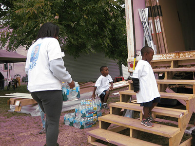 A Fuller Center homeowner family helps keep volunteers hydrated.