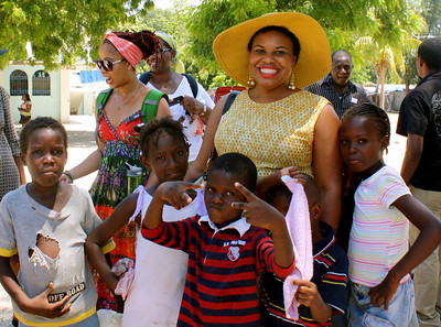 Kimberly and Beverly with Haitian children.
