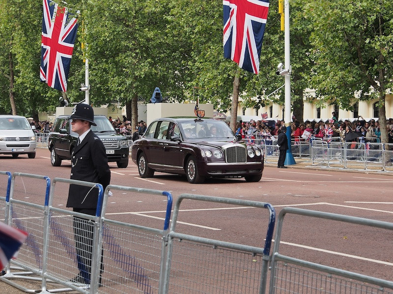 The Queen heading to St Paul's, The Mall