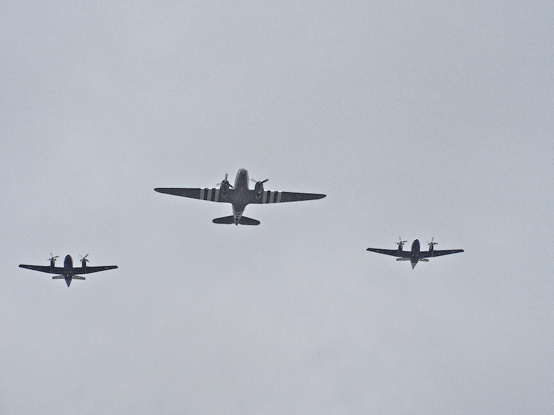 The start of the fly past, over The Mall