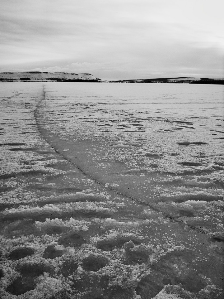 Crack in the ice - Loch Leven