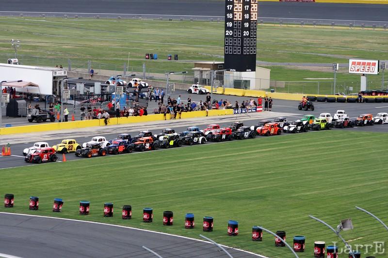 legends line up for race