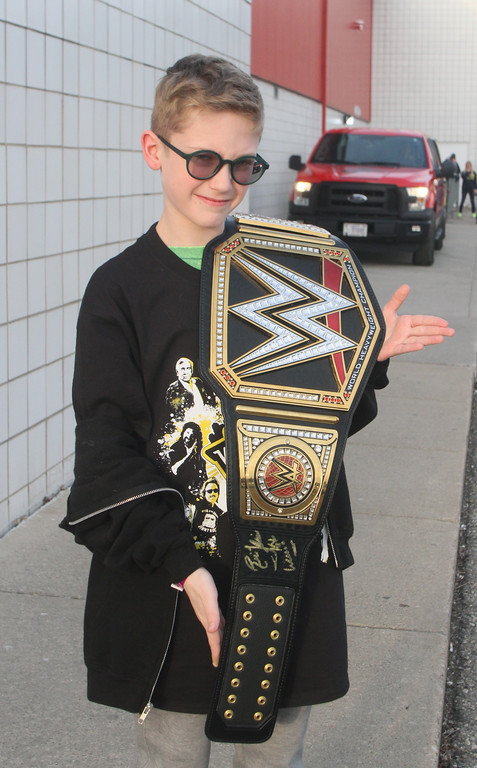 . Owen Smith displays his autographed belt