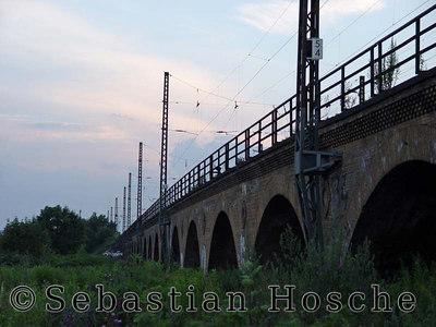 Leipzig, Eisenbahnbrücke, Nord 20040627_210120_01687_s7_m