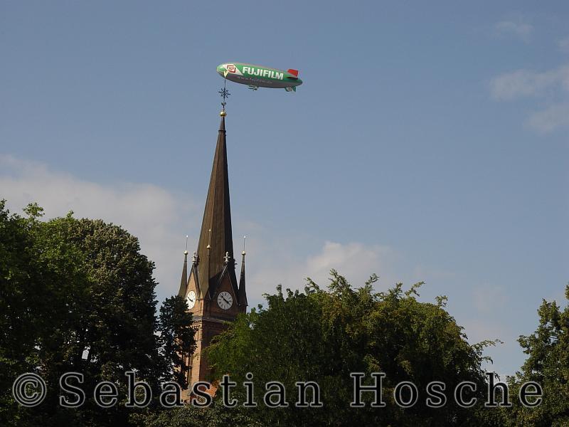 Leipzig, Johanna Park, Lutherkirche, Zeppelin 20040901_155132_02213_s7_o.JPG