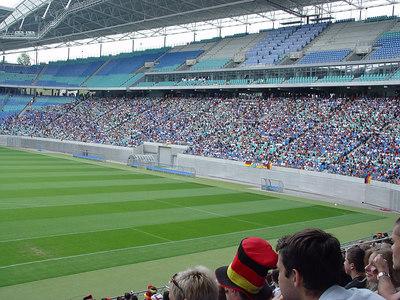 2006-06-30_10364 empty field - full ranks leeres Spielfeld - volle Ränge Cuartos de final Alemania : Argentina en el Zentralstadion (estadio) en Leipzig