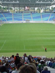 2006-06-30_10377 empty field - full ranks leeres Spielfeld - volle Ränge Cuartos de final Alemania : Argentina en el Zentralstadion (estadio) en Leipzig