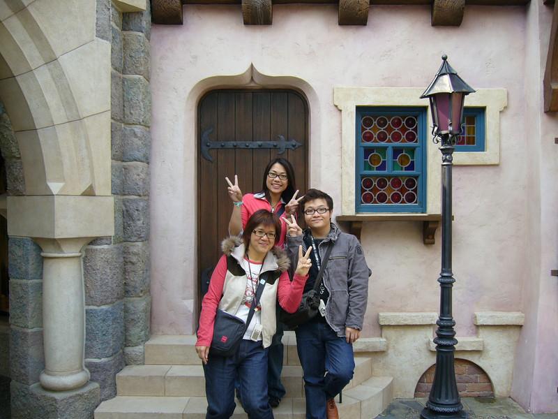 P1010557 <br /> Connie, Elaine and Hei