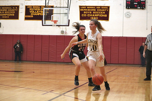 MIKE WALSH — THE BERKSHIRE EAGLE<br /> Lenox's Jade Alward gets by Lee's Caroline Maloney during a home game on Thursday night.