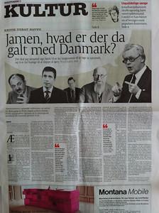 """Læs Kristian Madsens anmeldelse af """"Nu Gælder Det Danmark!"""" i """"Politiken"""": http://politiken.dk/kultur/anmeldelser/ECE1447887/samling-af-nytaarstaler-er-knagende-godt-skuldret/"""