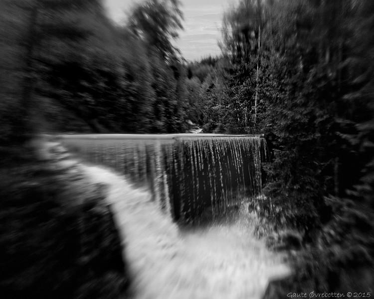 Skjerva etter regnet II<br /> Overflow in dam.