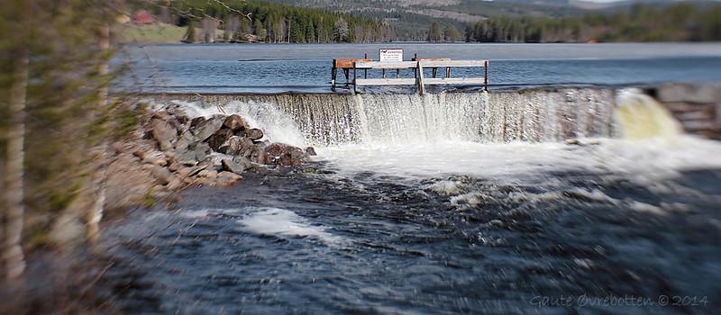Vårløysing i Skjelbreia ved Skjervetråkket. <br /> (Flood in late spring)