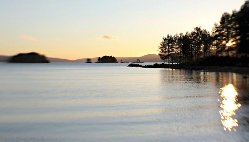 Romjulstemning ved Randsfjorden<br /> (A cold december afternoon at Lake Randsfjorden - with a warming sunset.)