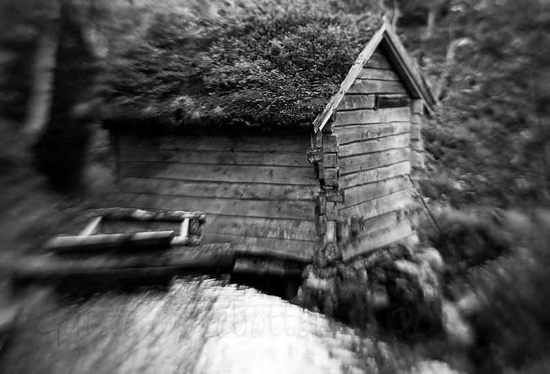"""Kvennhus i """"Kvennhusdalen"""" (Ulvedalen), Panoramavegen, Stryn. (Old Mill)"""