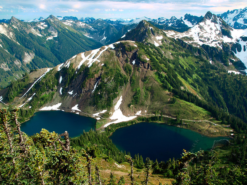 Twin Lakes and the North Cascades from Winchester Mountain.