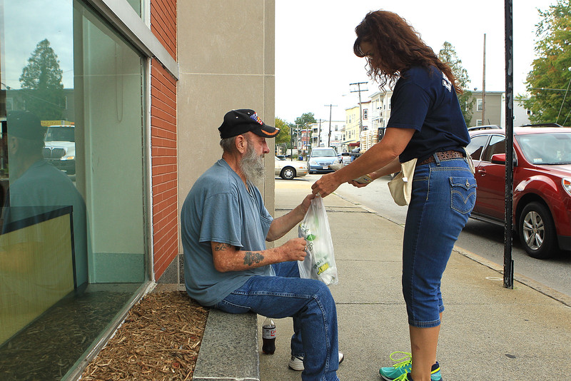 FF Brenda Bruwer while collecting for MDA buys a homeless Veitnarm vet a sandwich from Subway after confronting him and finding out he hadnt eaten in 2 days.