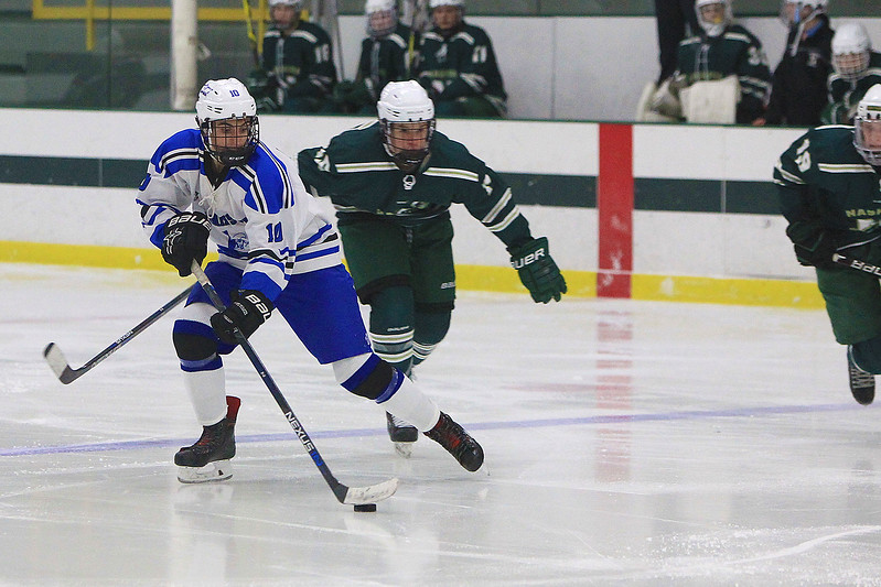 Leominsters Colby Doiron takes control of the puck<br /> SENTINEL&ENTERPRISE/Scott LaPrade