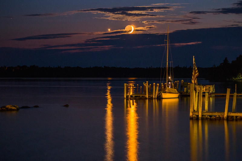 Venus and the crescent moon setting over Hessel Bay